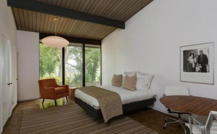 Guest Bedroom mid-century modern interior