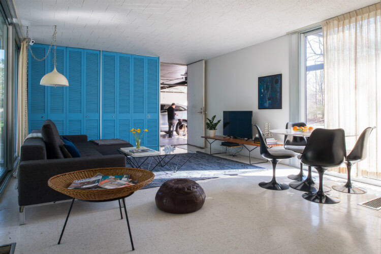 Family room in mid-century modern prefab home